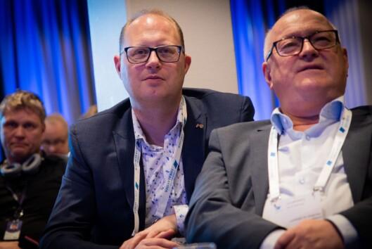 Påtroppande generalsekretær Tomas Bruvik (t.v.) i Landslaget for lokalaviser (LLA). Her saman med mangeårig LLA-sjef Rune Hetland.