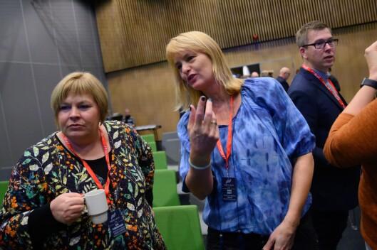 Randi S. Øgrey, administrerande direktør i Mediebedriftenes Landsforening (i midten). Her med generalsekretær Elin Floberghagen i Norsk Presseforbund..