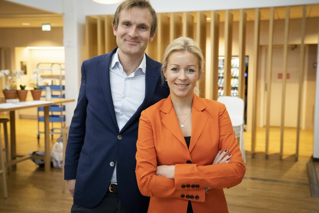 Styreleder i E24, Christian Haneborg, sier at styret hadde tillit til Gard Michalsen. Her sammen med Ida Barth Thomassen, administrerende direktør i E24.