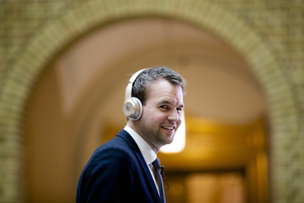 Barneminister og Krf-leder Kjell Ingolf Ropstad vil merke retusjert reklame, her er han avbildet under finansdebatten i Stortinget