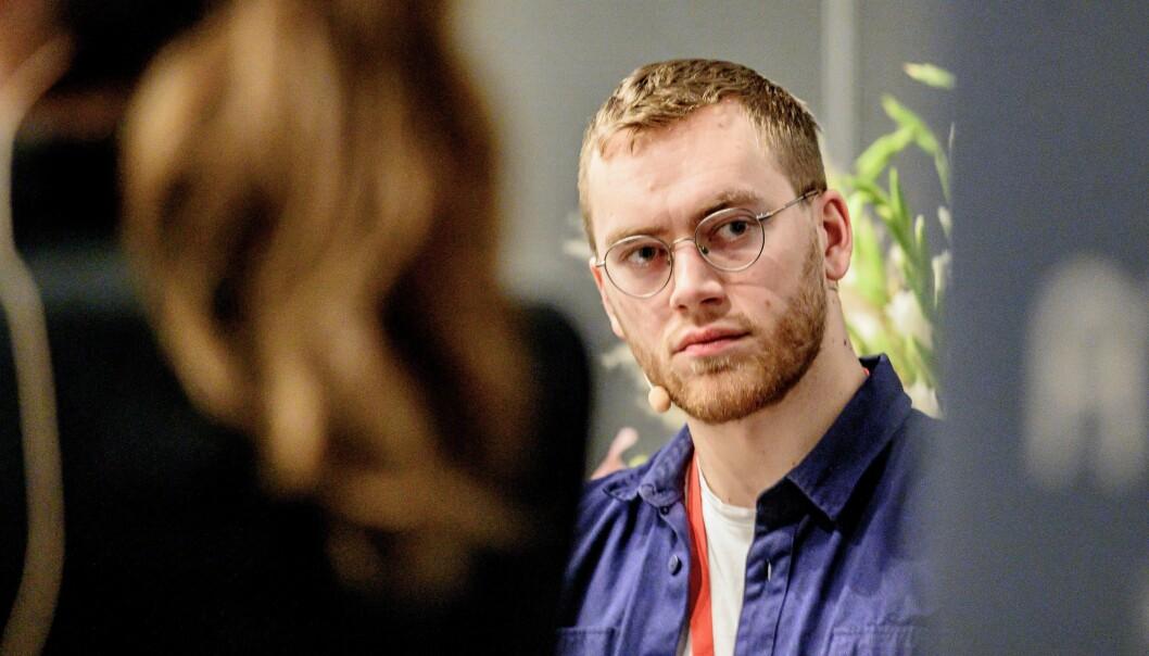 Martin Lægland, politisk redaktør i iTromsø, her fra da han ledet debatt på Svarte Natta-konferansen.