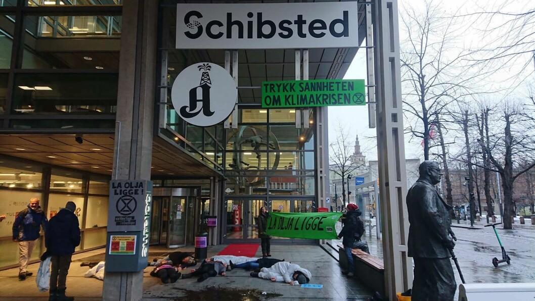 Aktivistgruppa dokumenterte selv demonstrasjonen og sendte ut en pressemelding om aksjonen i etterkant.
