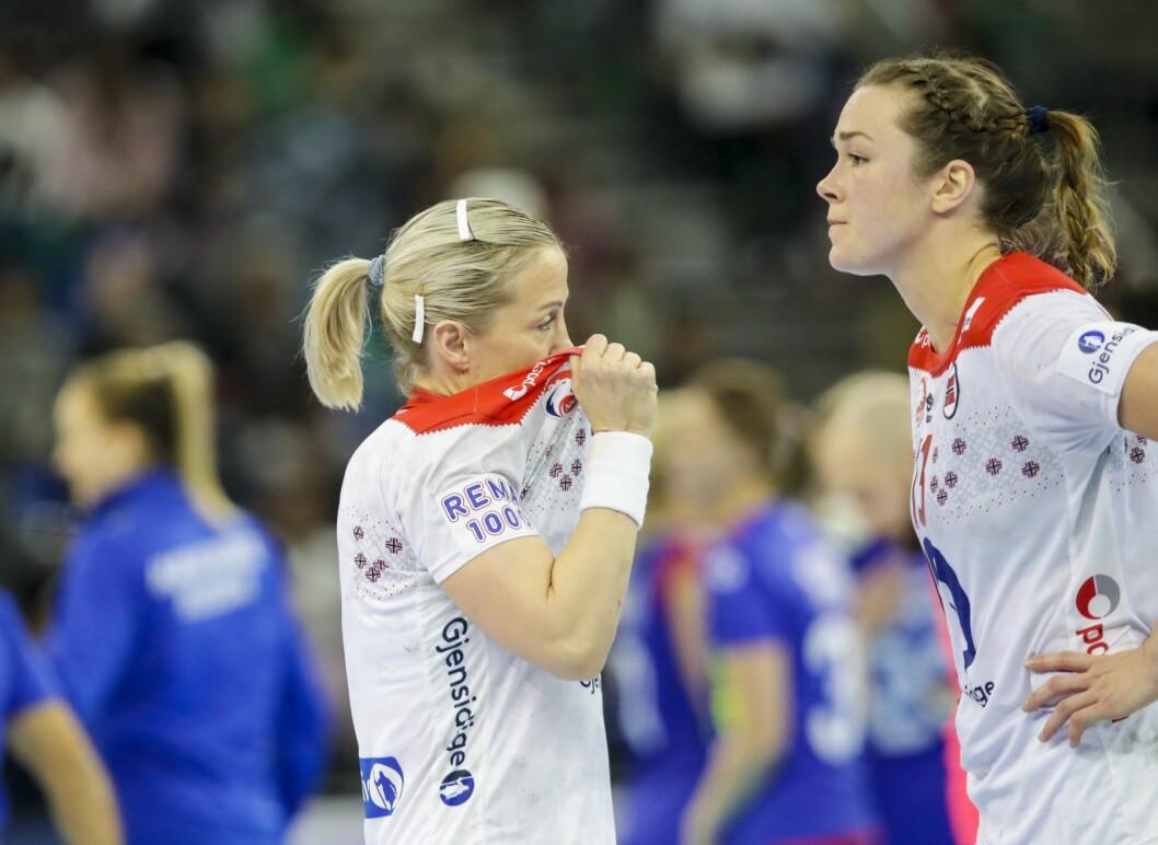 Heidi Løke og Kari Brattset Dale etter bronsefinalen mellom  Norge og Russland.