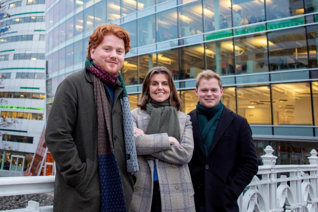 Birk Tjeldflaat Helle (24), Kathinka Hartwig (26) og Petter Winther (26) er tre av de fire faste nyansatte journalistene i Dagens Næringsliv.