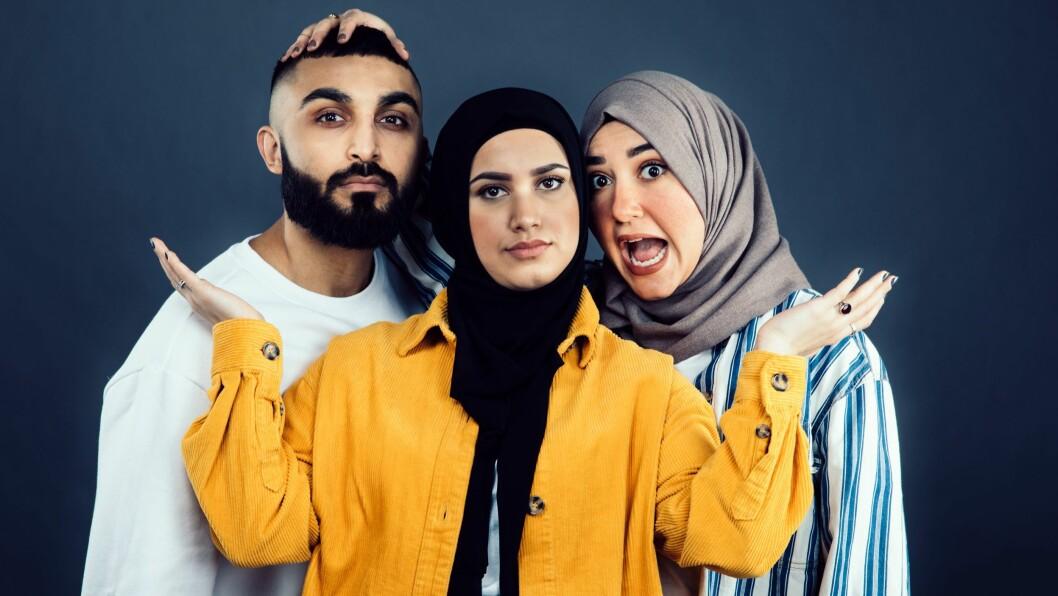Tariq Arshad (f.v.) Faten Mahdi Al-Hussaini og Hoda Abo Joaila er programledere i talkshowet «Chattes»