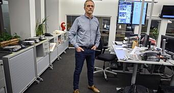 På vei ut døra er Carsten Bleness (61) bekymret for journalistikkens fremtid: – Det er krevende