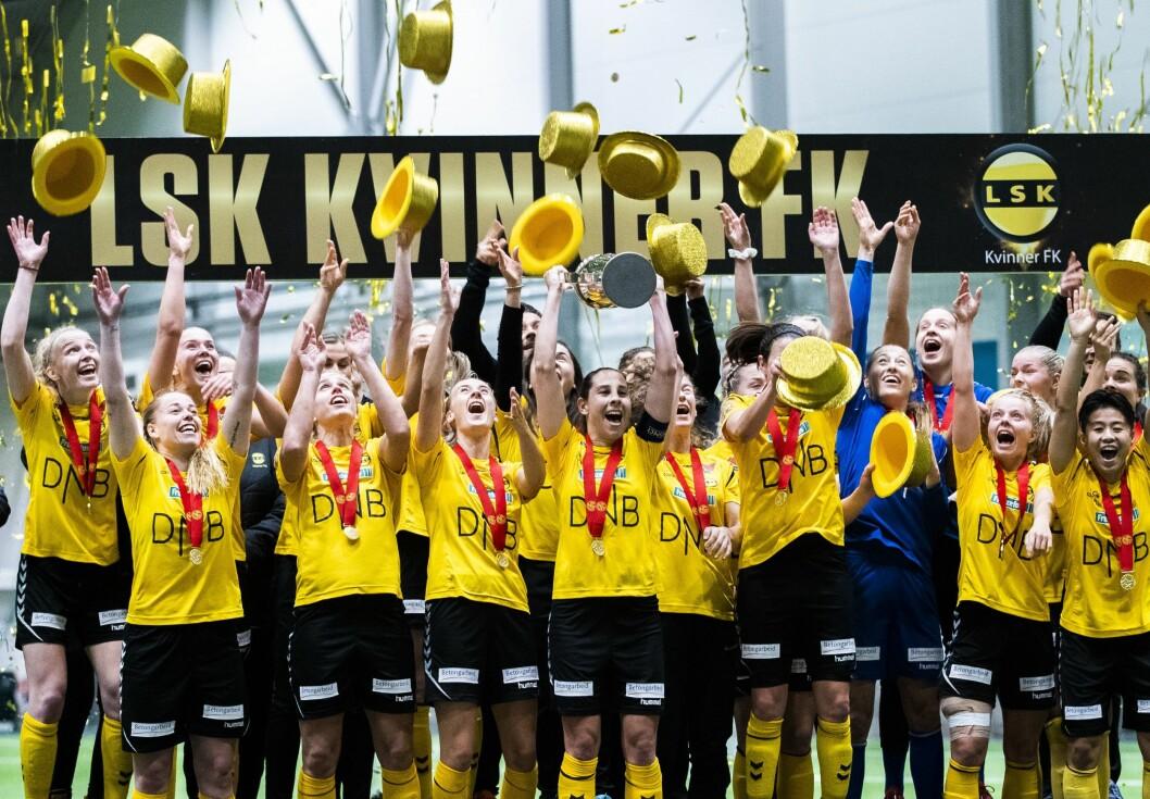 LSK Kvinner feirer seriemesterskapet i 2019. Hvem som vinner i 2020 kan du følge på NRKs og Amedias plattformer.
