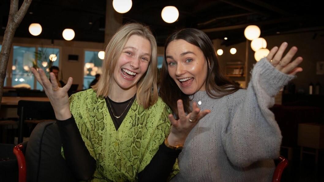 Så glade ble Ingrid Simensen (til venstre) og Arianrhod Engebø da de fikk beskjed om fast jobb i NRK P3.