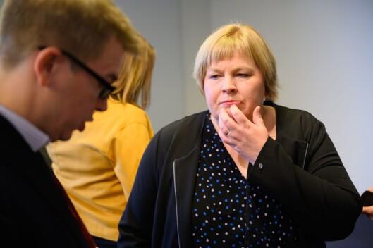Generalsekretær Elin Floberghagen i Norsk Presseforbund (NP). Her i samtale med styreleiar i NP og Dagsavisen-redaktør Eirik Hoff Lysholm.