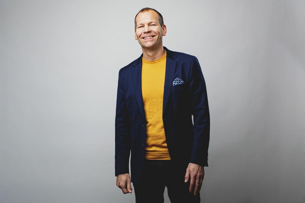 Øivind Lindøe - for anledningen kledd i gult og blått.