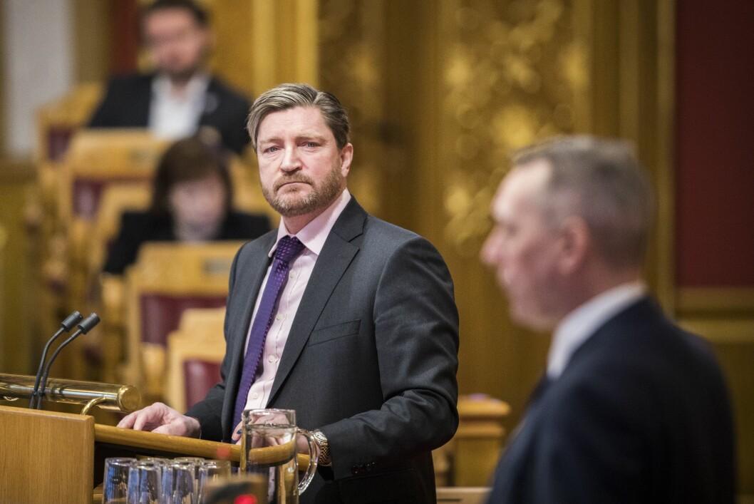 Christian Tybring-Gjedde (FrP) går hardt ut mot Dagens Nærsingsliv sine politiske journalistar.