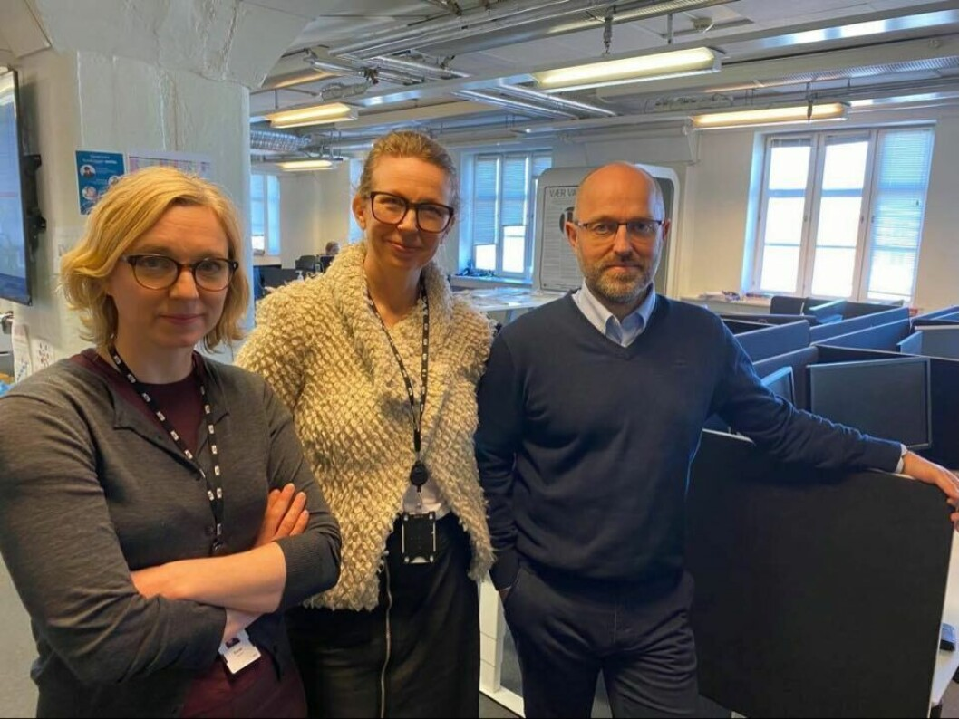Nyhetsredaktør Sarah Sørheim, leder for visuell kommunikasjon Christina D. Nygaard og NTBs sjefredaktør og administrerende direktør, Mads Yngve Storvik - her plassert i nærmest folketomme NTB-lokaler i Havnelageret i Oslo.