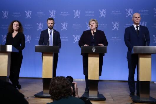 Direktør i Folkehelseinstituttet Camilla Stoltenberg (fra venstre), helseminister Bent Høie, statsminister Erna Solberg og helsedirektør Bjørn Guldvog svarte på spørsmålene fra pressen.