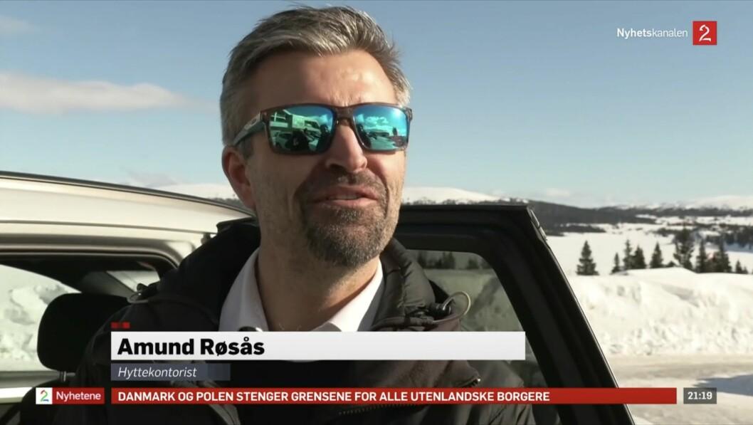 Skjermdump av TV 2-innslaget med Amund Røsås på 21-nyheitene fredag kveld.
