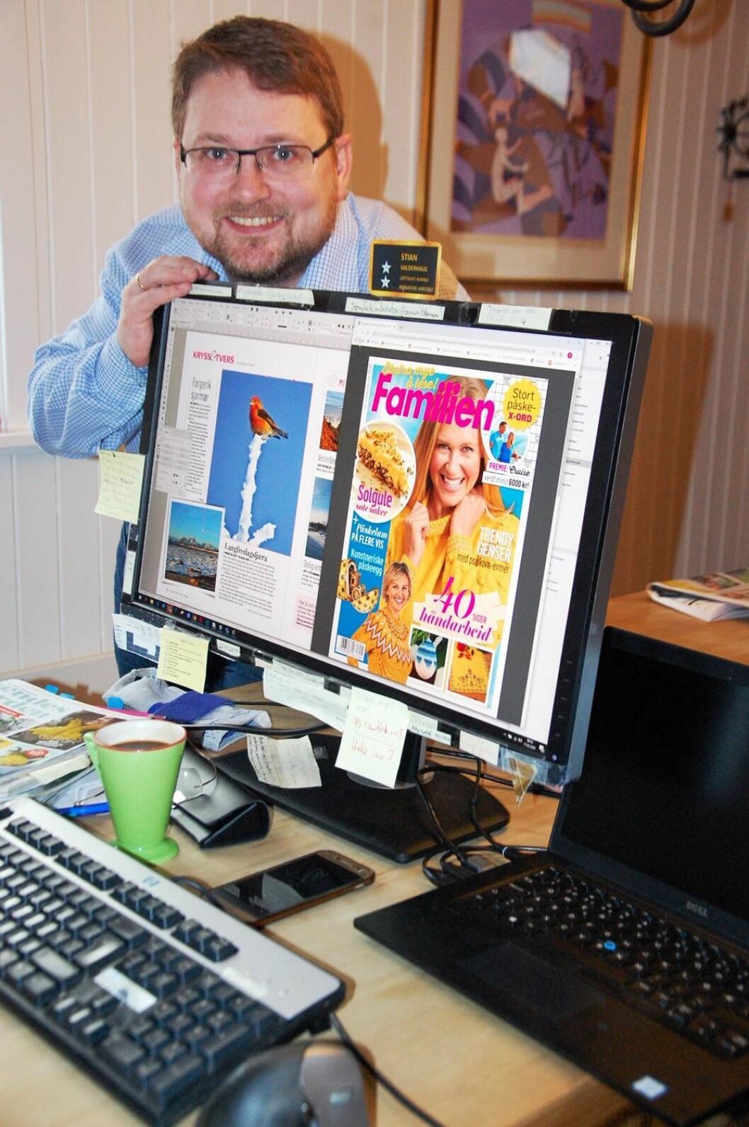 Stian Valderhaug i Familien er på plass på hjemmekontor - og enn så lenge så kommer bladene i trykken og er snart klare for distribusjon.