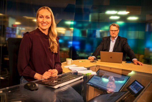 Programleiar Ida Creed og NRK-journalist Hallvard Sandberg, under sending søndag 29. mars.