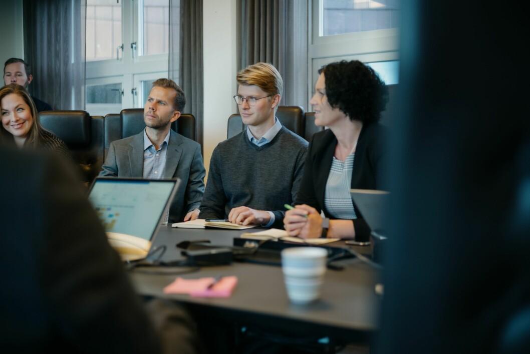 Dagleg leiar Guri Størvold (t.h.), her saman med tre nytilsette i 2019, Cecilie Brein Karlsen, Fredrik Wang Gierløff, Sigurd Brekke.