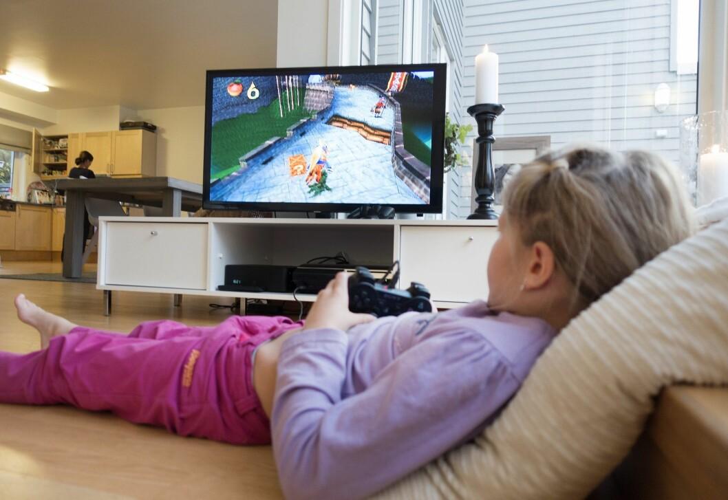 Nesten seks av ti i alderen 9-18 år bruker penger når de spiller. Viktig å snakke med barna om pengebruk i spill fra tidlig alder, sier Medietilsynet-direktør.
