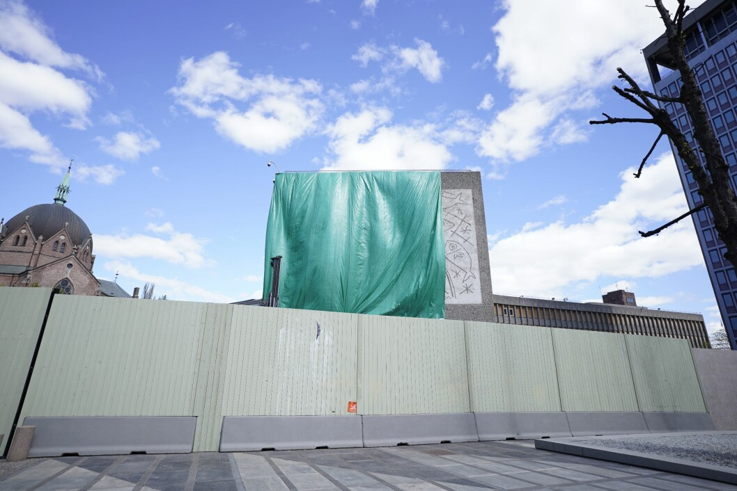 Y-blokka i Oslo sentrum er vedtatt revet, men debatten om rivingen raser fortsatt.