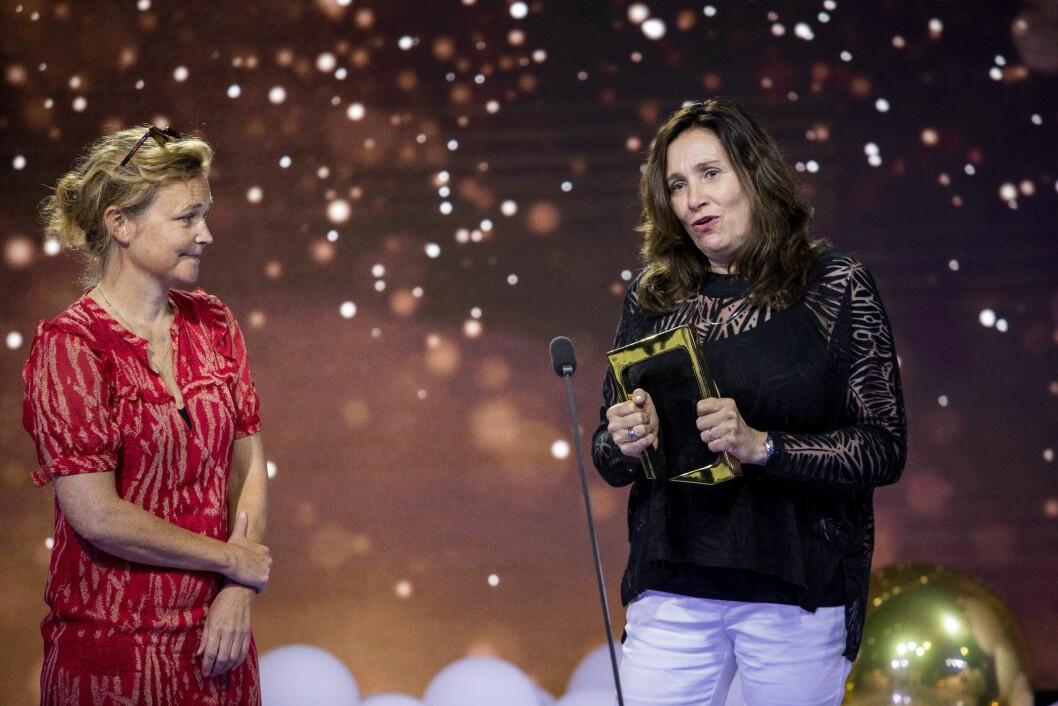 Produsent Elisabeth Tangen og regissør Sara Johnsen mottar pris for serien 22. juli i kategorien drama under Gullruten 2020.
