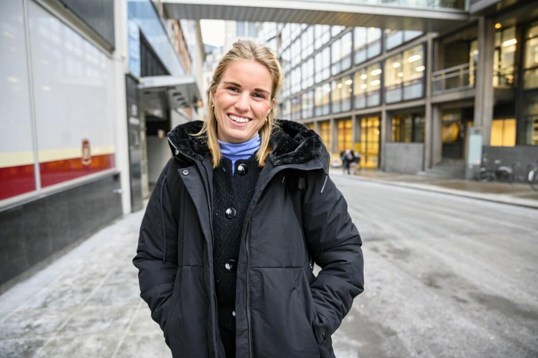 Synva Hjørnevik er ansatt som journalist i Svarttrost Produksjoner. Fra tidligere har hun blant annet laget podkasten Utafor.