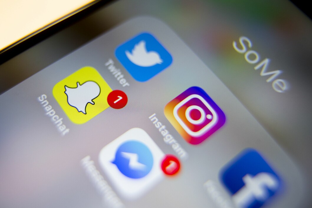 Sosiale medier som Messenger, Twitter, Instagram, Facebook og Snapchat brukes av et flertall av unge mellom 9 til 18 år for å oppdatere seg på nyhetsbildet.
