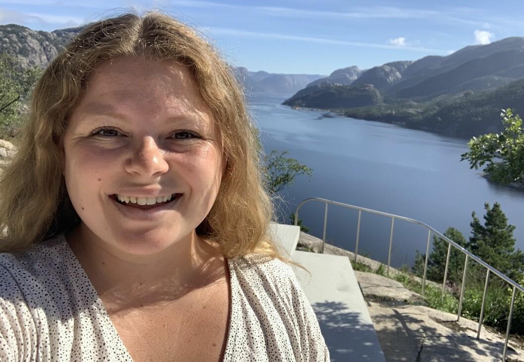 Strandbuen-journalist Stine Serigstad på tur i Lysefjorden i Ryfylke.