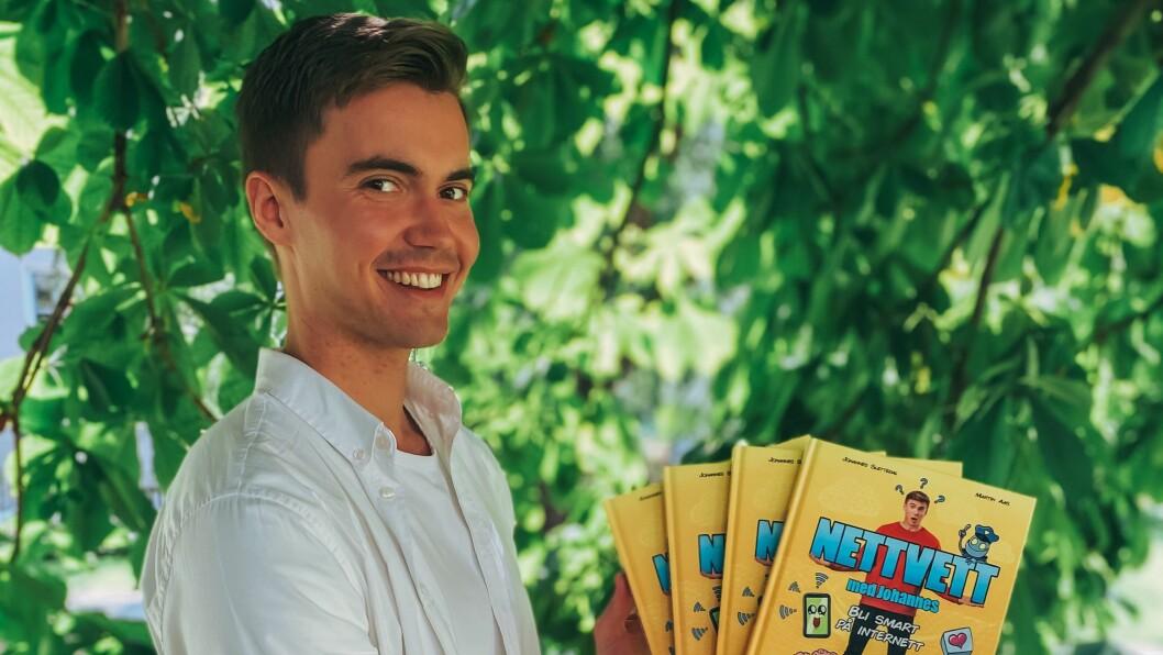 Programleder Johannes Slettedal i TV 2 Skole er aktuell med en ny bok om nettvett for barn og unge.
