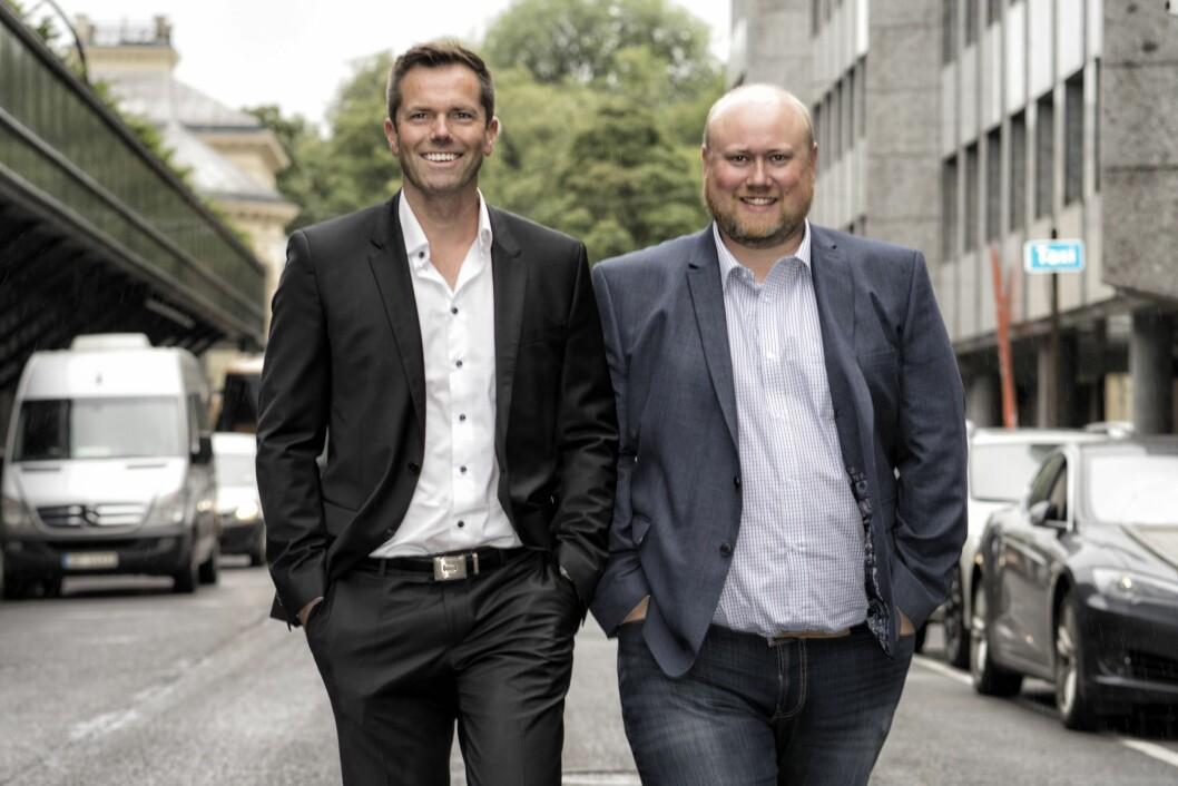 Tom Orvei (t.v) gir seg som administrerende direktør i Oculos. Selskapets COO, Toralf Waaktaar-Slokvik, er konstituert som ny leder.