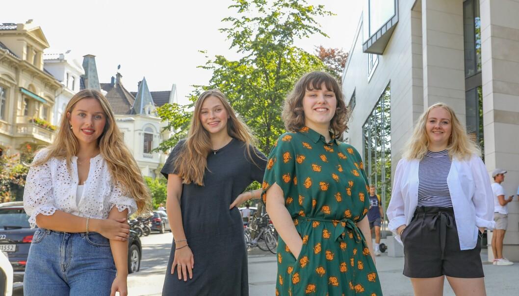 Henriette Frøysland Thorkildsen (fra venstre), Tora Carlsen Haaland, Ylva Schwenke og Kristina Haugen Moe utgjør denne høsten redaktørkvartetten i Studvest i Bergen.