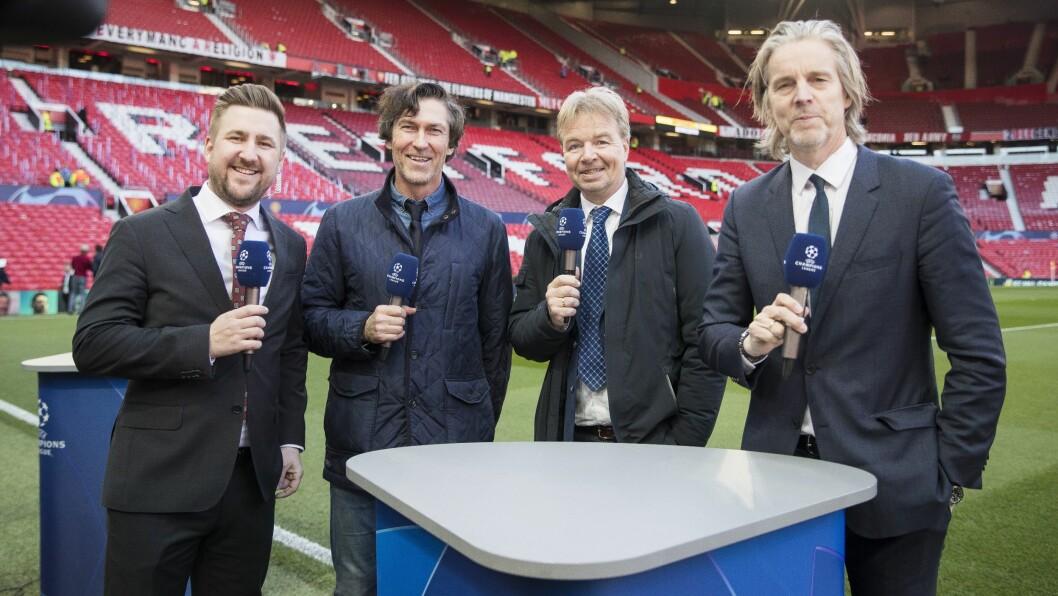 Fotballkommentator Roar Stokke  (nummer to fra venstre) på Old Trafford i Manchester, sammen med Viasport-kollegene Daniel Høglund, Lars Tjærnås og Jan Åge-Fjørtoft.