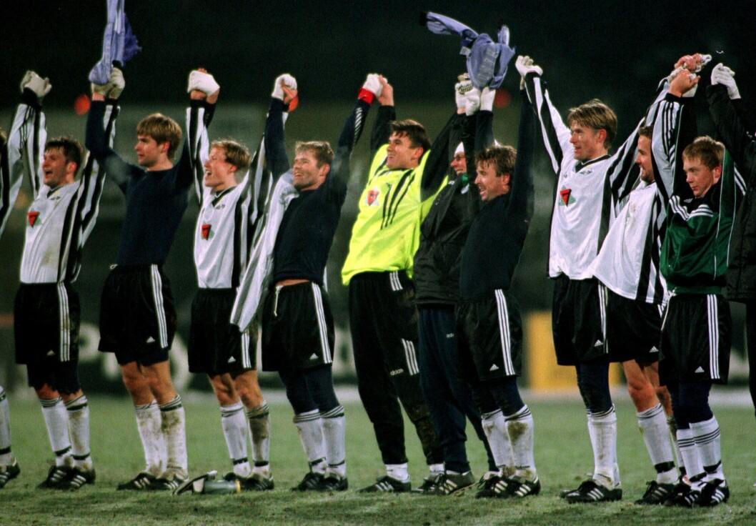 Å følge Rosenborgs suverne lag på 90-tallet, ga Roar Stokke en vei inn i mediebransjen. Her jubler laget etter 2-0-seieren over Real Madrid i Champions League påLerkendal.