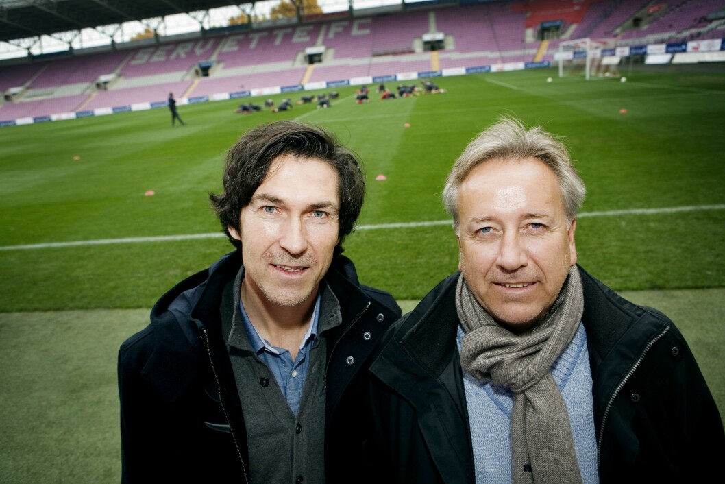 Roar Stokke, her avbildet i Sveits under en landslagstrening i fotball, sammen med sin mangeårige kollega Vidar Davidsen.
