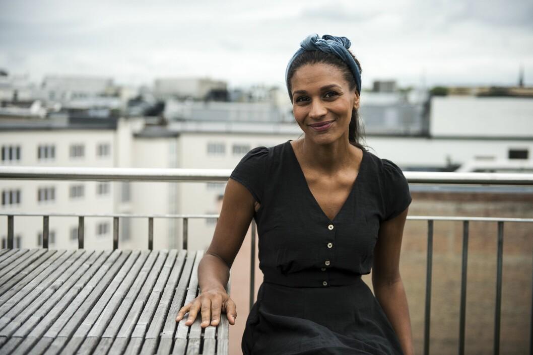 Lisa Aisato takker for seg som Dagbladet-illustratør.