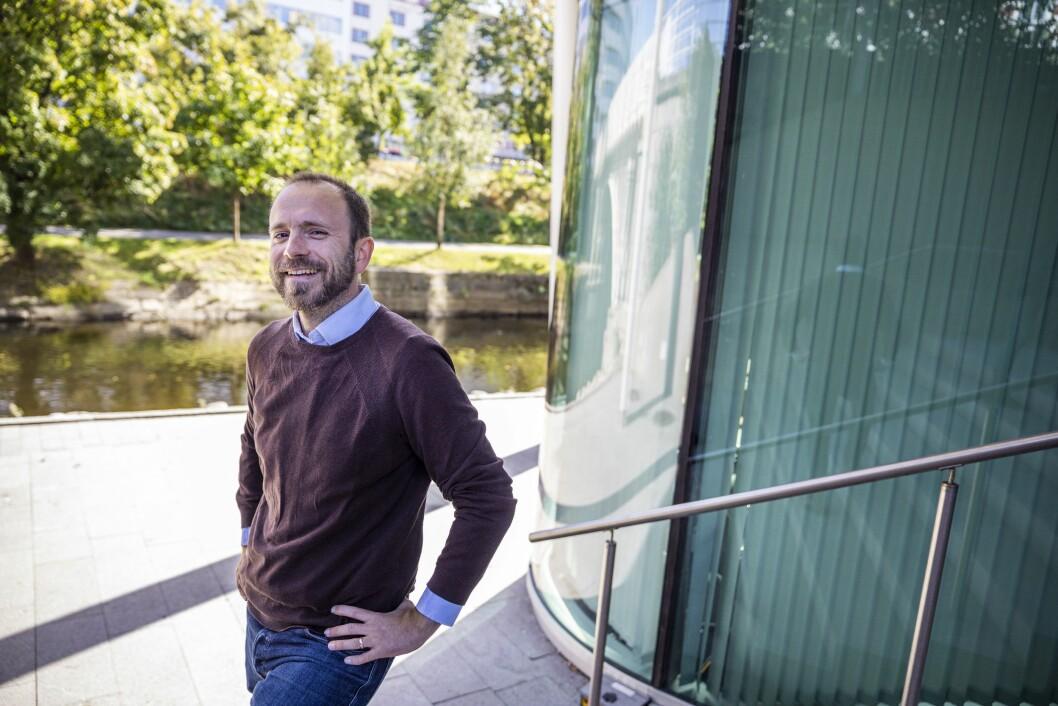 Mikael Holter blir finansjournalist i Dagens Næringsliv.