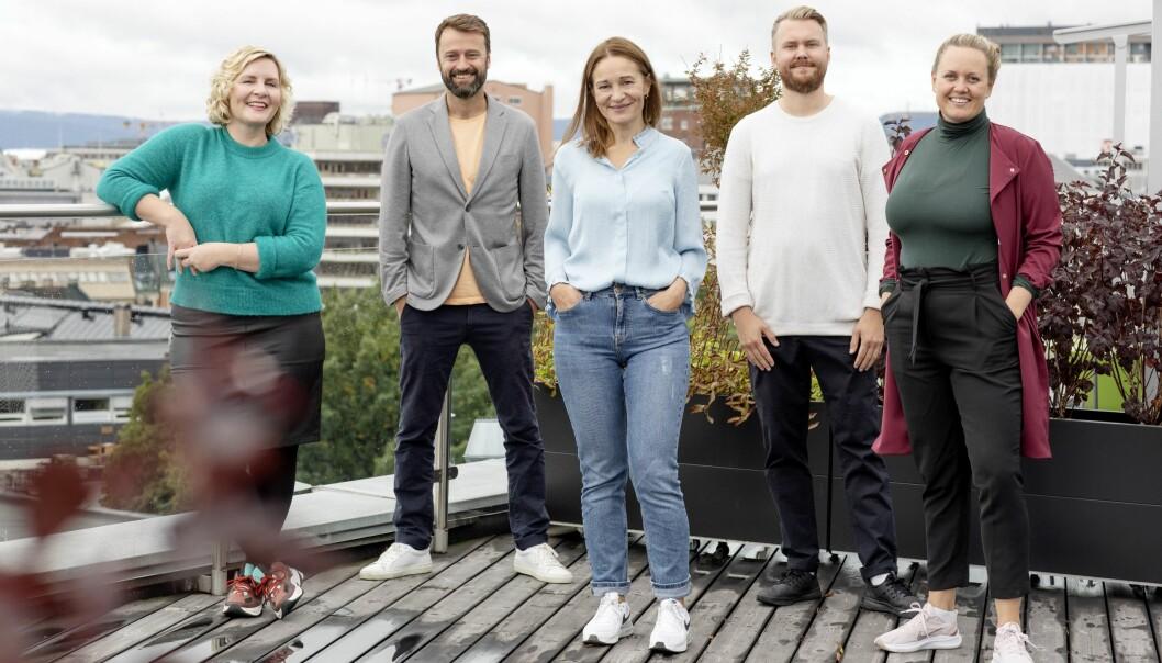 Dette blir DNs nye produktteam: Fra venstre Ingrid Indseth (produktsjef), Kåre Henriksen (produktsjef), Trine Hanche Aasen (produktsjef), Joakim Nilsen (designer) og Julie Lundgren (strategi- og produktdirektør).