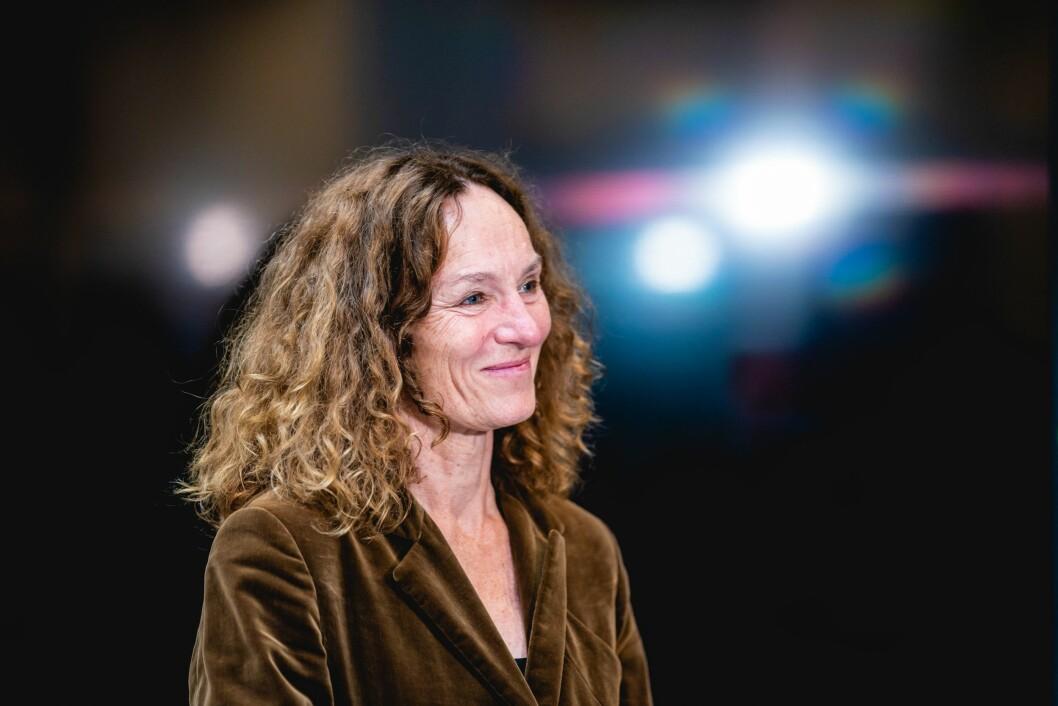 FHI-direktør Camilla Stoltenberg fikk torsdag pris for sin åpenhet.