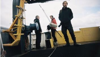 Regissør Henrik Evertsson (til høyre) og TV-teamet som gjorde dykket.