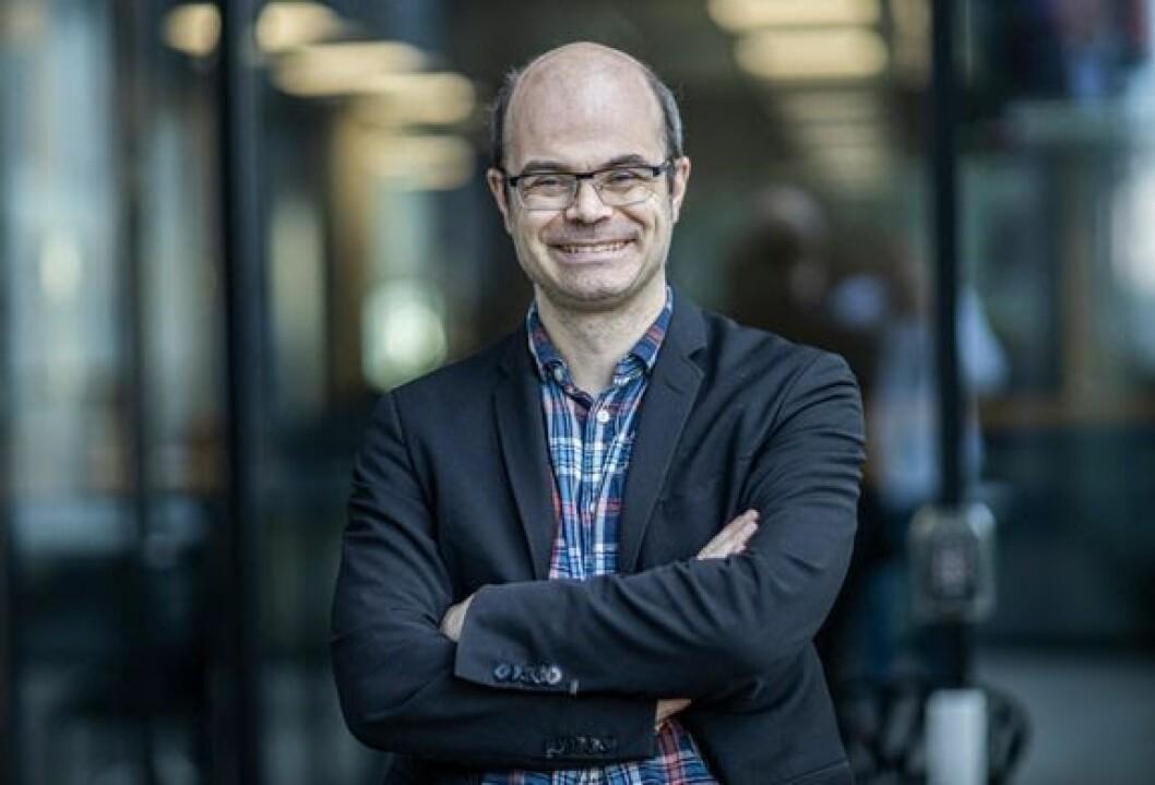 Hans Olav Lahlum blir quizmaster for TV 2 under USA-valget.