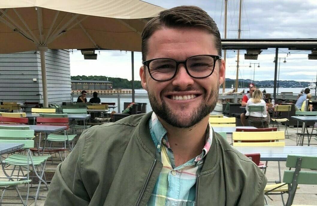 Fredrik Sveen fikk i august fast jobb i ABC Nyheter, tross store kutt i redaksjonen.