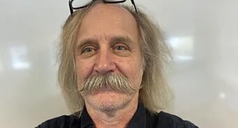Stig er vaktmesteren som ble redaktør. Nå gir han seg etter 21 år: – Skulle startet tidligere