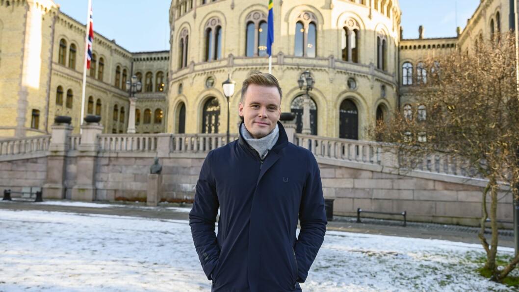 Cato Husabø Fossen forlater NRK til fordel for jobben som pressesjef i Høyre.