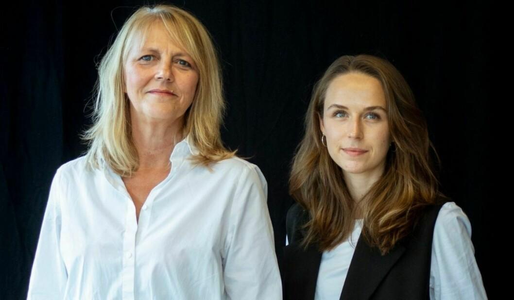 Journalistene Une Bratberg (til venstre) og Ruth Einervoll Nilsen er programledere i Vårt Land nye podkast «God bless America».