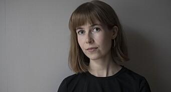Forfatter Eline Lund Fjæren (26) blir DN-journalist: – Det er journalistikken som passer meg best