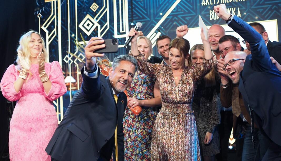 Budstikka vant prisen for «Årets Mediehus» i fjor. Kanskje får også årets vinnere ta en jubelselfie med kulturminister Abid Raja.