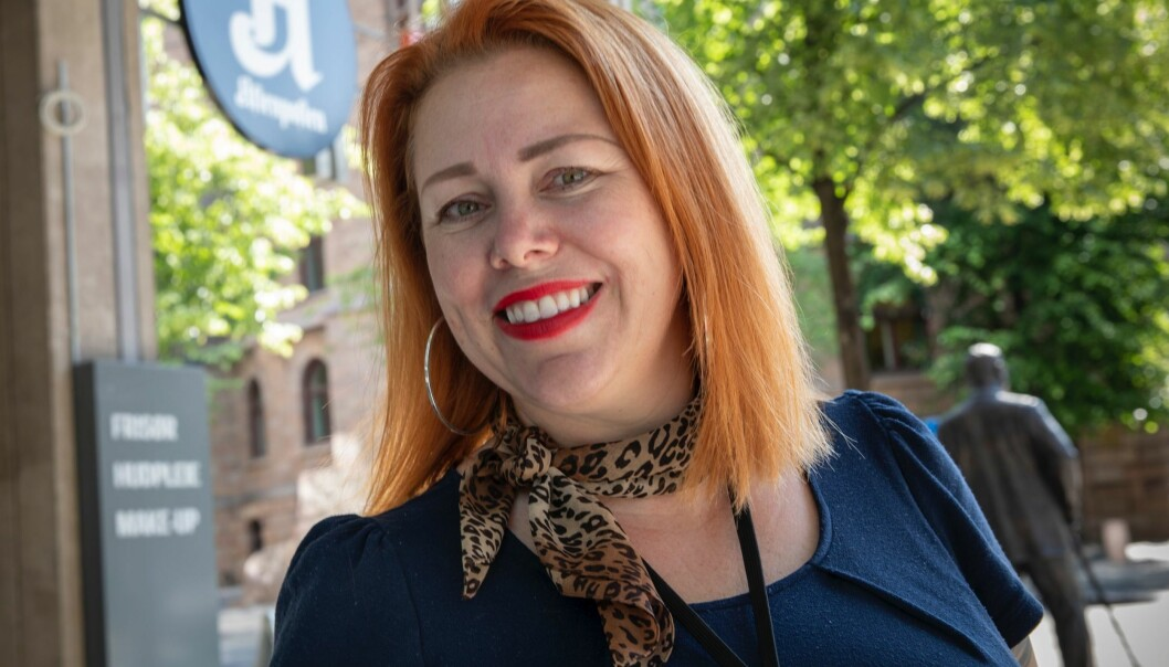 Cecilie Asker er til vanlig kulturredaktør i Aftenposten. I fjor bestemte hun seg for å forske på journalister og hjemmekontor.