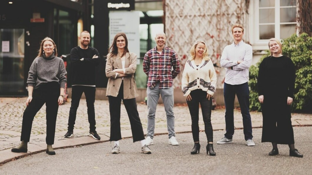 Rubicon Radio får nye eiere.  På bildet er ophie de Rohan Birkeland, Esben Selvig, Henriette Aurtande, Kaare Daniel Steen, Rebecca Medbøe, Henrik Bergesen og Hanne Mjelstad. (Ingrid Torjesen var ikke tilstede da bildet ble tatt).