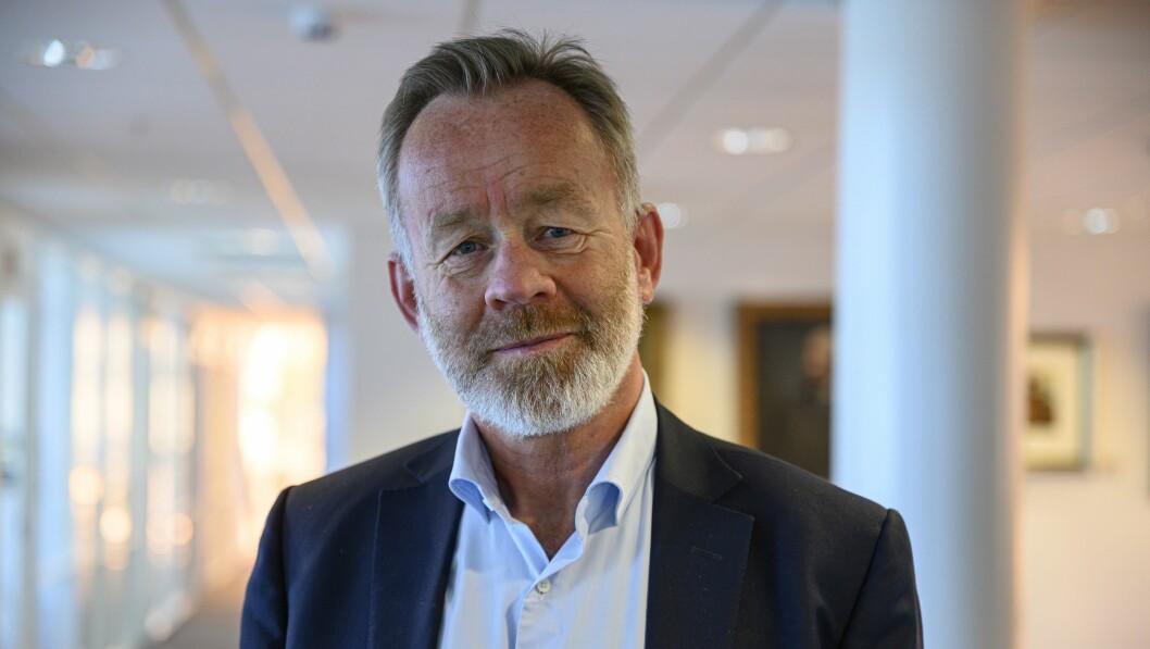 Sjefredaktør i Dagens Næringsliv, Amund Djuve, lever godt med at avisen fikk 6.4 millioner mindre i koronakompensasjon enn det de først ble tildelt.