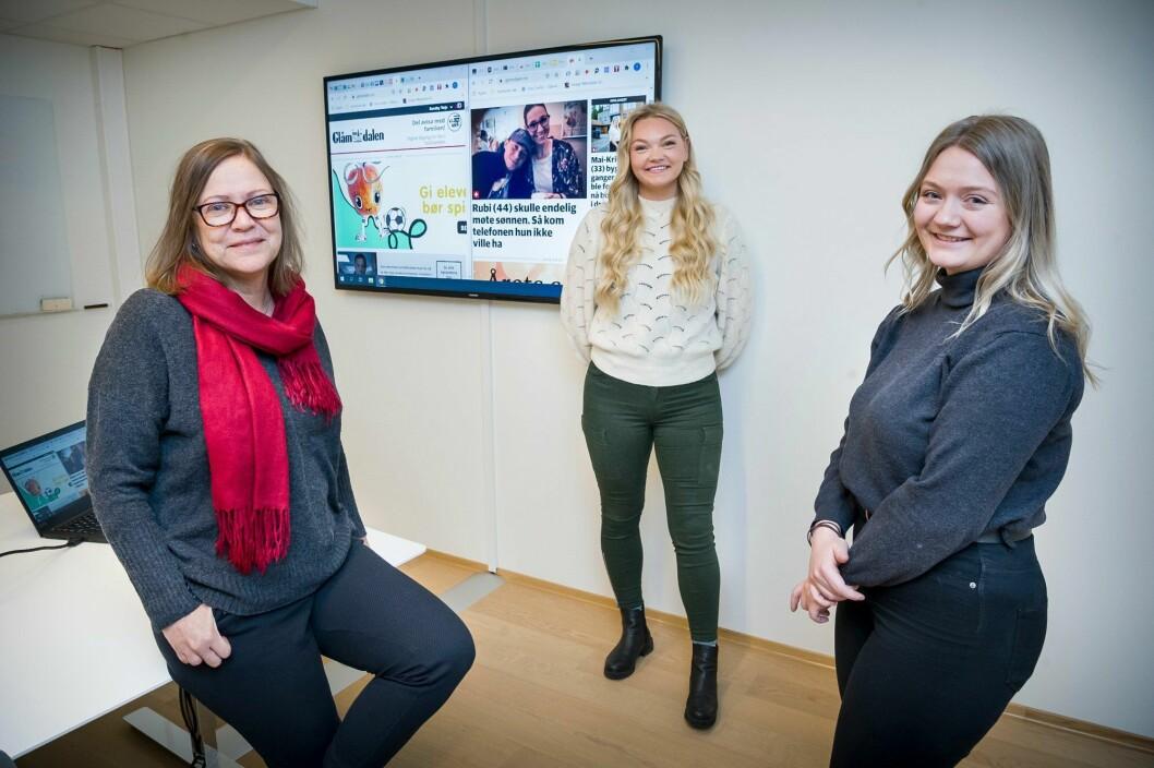 Kari Gjerstadberget (fra venstre), Frida Saxrud og Hanna Taugbøl er alle ansatt som journalister i Glåmdalen.