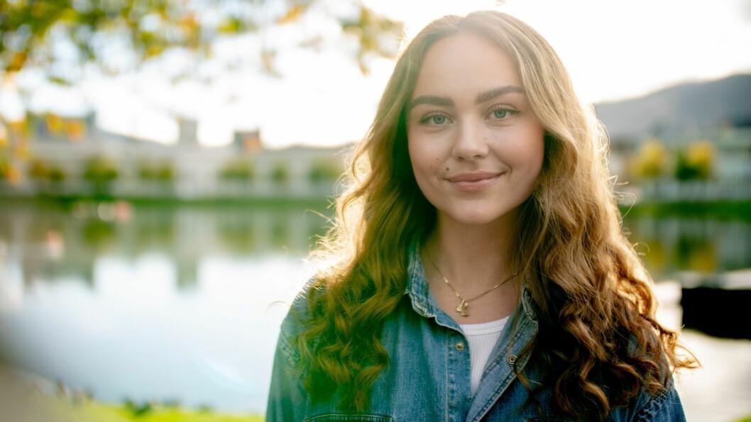 Guro Halleraker er programleder for ungdomsserien Ekte på TV 2 Sumo.